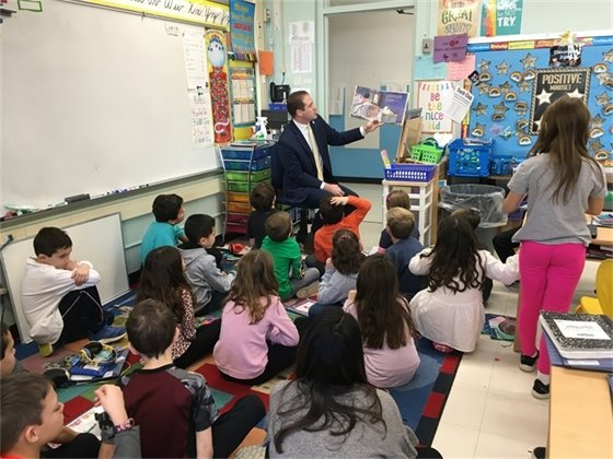 Mayor Perry Visits River Plaza Elementary School