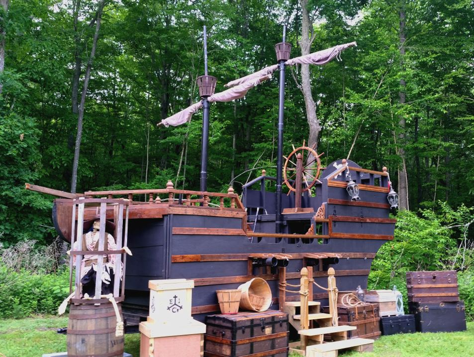 Main Deck Entertainment Pirate Ship